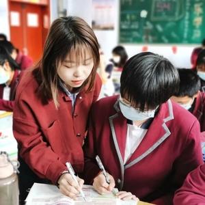 教育故事    桃中教师王越:用爱感化学生心灵,做学生的良师益友